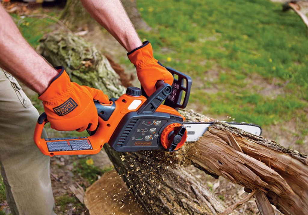 Best Small Chainsaw No.3: Black and Decker LCS1240